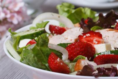 salad of strawberries and chicken