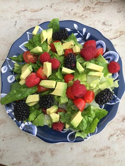 Simple healthy salad with berries