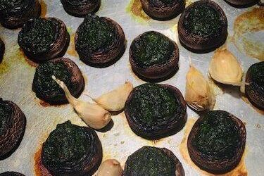 Spinach Pesto Stuffed Mushrooms – An Easy Meatless Meal or Appetizer